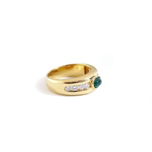 18K Yellow Gold Diamonds Channel Set And Cabochon Emerald Ring