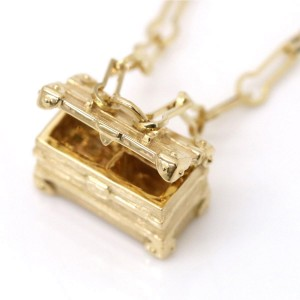 Louis Vuitton 18K Yellow Gold Petite Malle Necklace