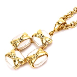 Chanel Gold Tone Hardware with Simulated Glass Pearl Chain Necklace