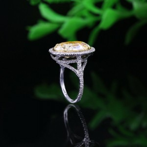 Amazing 18k White Gold Engagement Ring with 10.11ct. Total Diamond