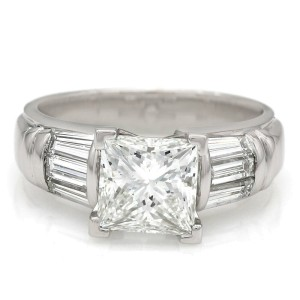 18kw Baguette Diamond Ring with 2.00ct Princess Center