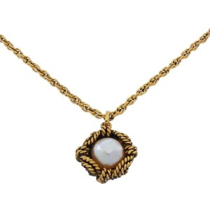 Chanel Gold Tone Hardware with Simulated Glass Pearl Necklace