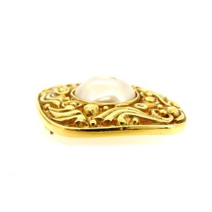 Chanel Gold Tone Hardware Simulated Glass Pearl Brooch