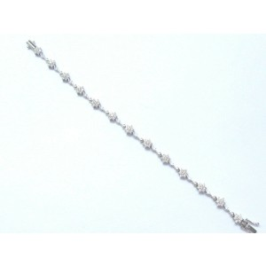 18Kt Round Cut Diamond White Gold Flower 13-Stationary Tennis Bracelet 1.20Ct