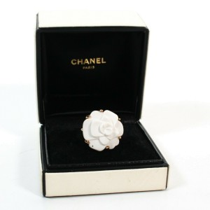Chanel - New - Camellia Flower Ring - 18K Yellow Gold White Agate Bijou - US 6