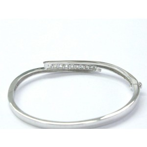 14K White Gold Fine Round Cut .90ct Diamond 11-Stone Bangle Bracelet