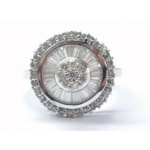18Kt Round & Baguette Shape Diamond Circle White Gold Jewelry Ring .95CT