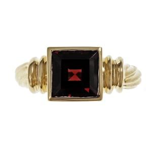 14K Yellow Gold Garnet Ring Size 6