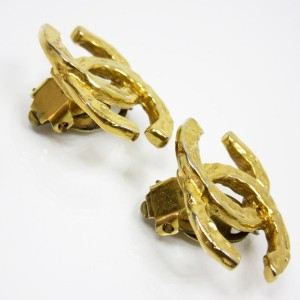 Chanel CC Logo Gold Tone Metal Earrings
