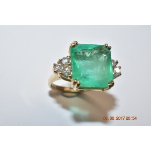 14K Yellow Gold 8.40ct Emerald and 0.55ct Diamonds Ring Size 5.5