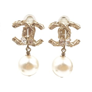 Chanel CC Gold Tone Metal Simulated Glass Pearl Dangle Clip on Earrings