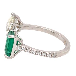 18k White Gold Pear Shaped Diamond and Emerald Ring