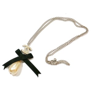 Chanel CC Silver Tone Black Ribbon Simulated Glass Pearl Dangle Pendant Necklace