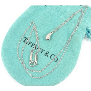 Tiffany & Co. 950 Platinum Peretti Teardrop Pendant Chain Necklace