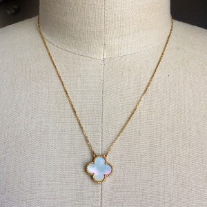 Van Cleef & Arpels 18K Yellow Gold and Mother of Pearl Alhambra Single Motif Necklace