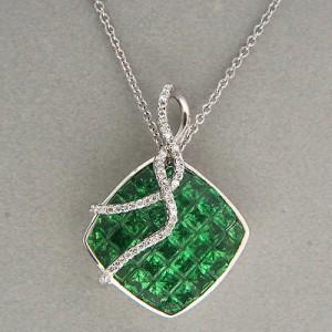 Vintage 18K White Gold 5.00ct Tsavorite Garnet & 0.18ct Diamond Pendant Necklace