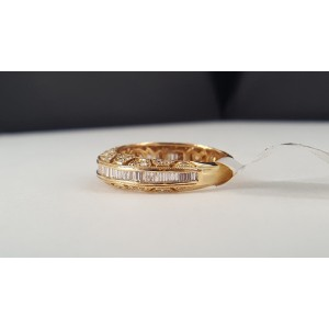 14K Yellow Gold & Diamond Band Ring Size 7