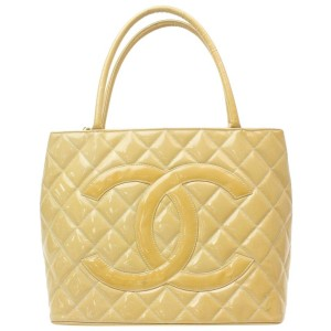 Chanel Quilted Beige Patent Medallion with Zipper 871160 Light Brown Enamel Tote