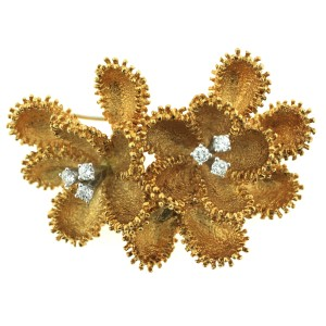 18K Yellow Gold with 0.35ctw. Diamond Flower Brooch