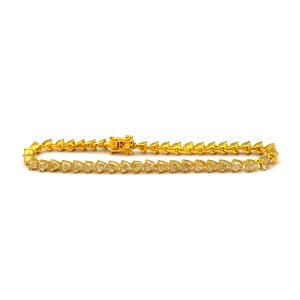 9.47 Carat 44 Heart Shaped Fancy Light Yellow Diamonds Bracelet In 18 Karat Gold