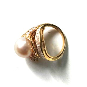 Van Cleef & Arpels 18kt Gold Cultured Pearl And Diamond Ring