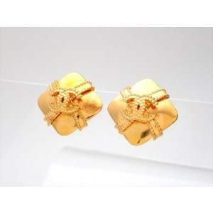 Vintage Chanel Earrings Gold CC Ribbon Crossed Square