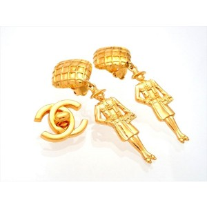 Vintage Chanel Earrings Square Mesh Clip Coco Dangled