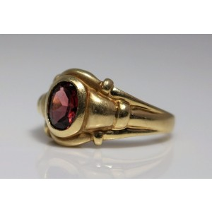 14K Yellow Gold & Garnet Ring Size 9