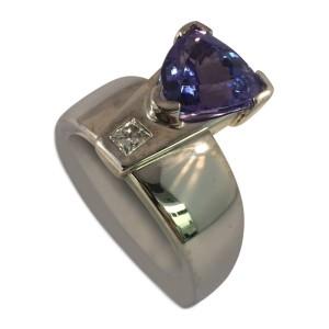 18K Custom made Tanzanite And Diamond Ring