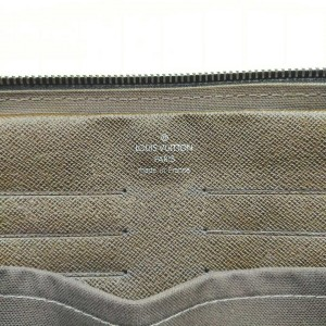 Louis Vuitton Brown Taiga Leather Neo Pavel Cosmetic Case Toiletry Bag  861709