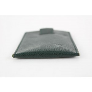 Louis Vuitton Green Taiga Leather Card Holder 15lvs1231