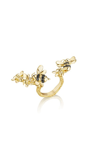 The Wonderland Between the Finger Bee Ring