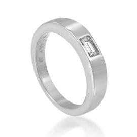 Harry Winston Platinum & .25ct Diamond Solitaire Ring